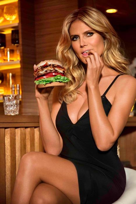 Heidi Klum in posa per la catena di fast food Carl's Jr